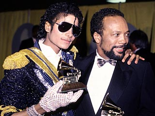 http://michaeljackson4eva.files.wordpress.com/2009/06/michael-jackson-grammy-and-quicey-jones.jpg?w=320&h=240