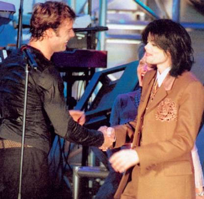 http://michaeljackson4eva.files.wordpress.com/2009/07/ricky-martin-and-michael-jackson.jpg